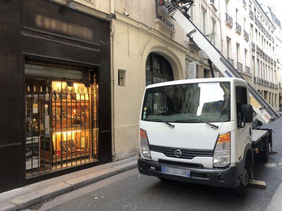 Monte Meuble Rue Passante Paris